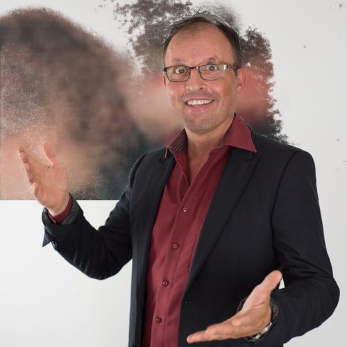 """Systemischer Berater und Coach, Pantomime, Trainer für Kreativität, Konflikttrainings, Körpersprachetrainer, Coach für """"große Bühnen""""."""